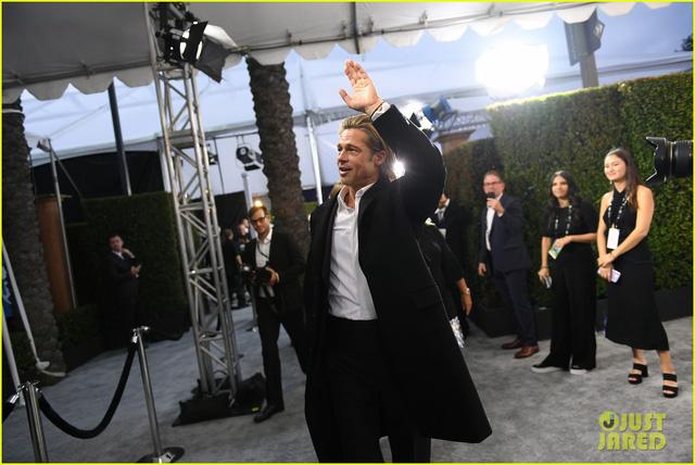 Brad Pitt gây sốt với hình ảnh tái hợp với vợ cũ Jennifer Aniston - Ảnh 7.