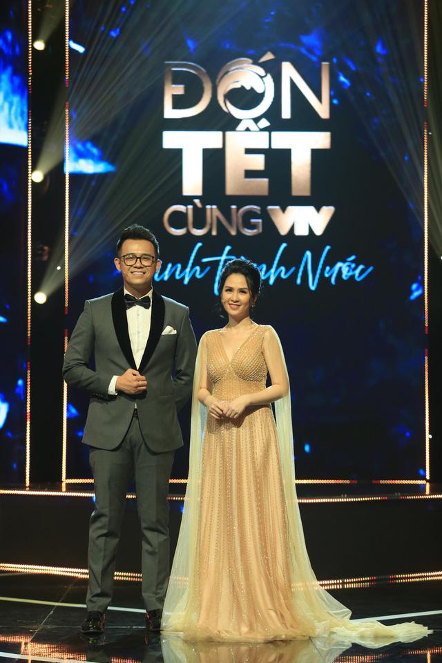 BTV Thúy Hằng đẹp xuất sắc đón Tết cùng VTV - Ảnh 9.