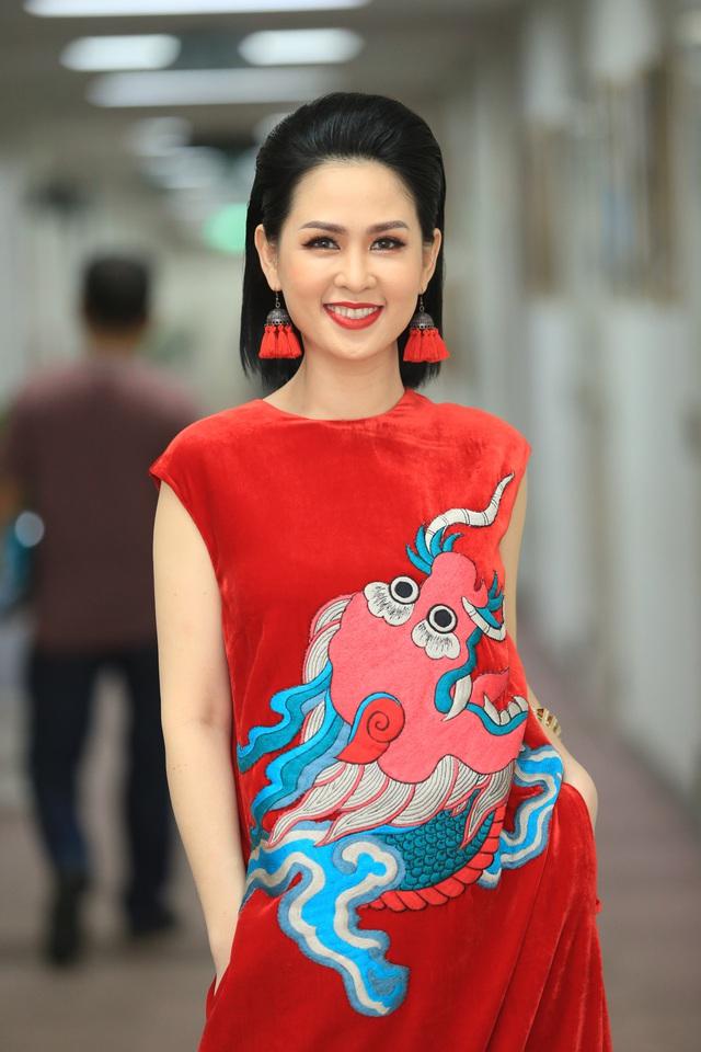 BTV Thúy Hằng đẹp xuất sắc đón Tết cùng VTV - Ảnh 5.
