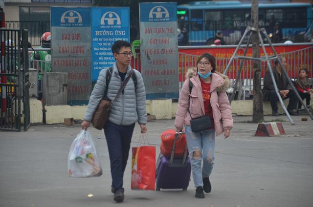 Bến xe thông thoáng, người dân thảnh thơi về quê ăn Tết Canh Tý 2020 - ảnh 4