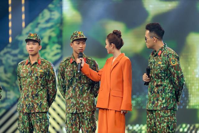 Á hậu Hà Thu tươi hết cỡ trong Chiến sĩ 2020 - Ảnh 1.
