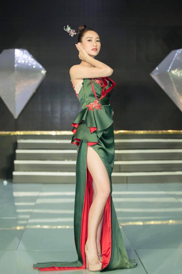 Á hậu Hà Thu tươi hết cỡ trong Chiến sĩ 2020 - Ảnh 6.