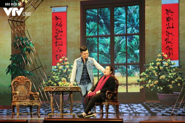 Gala cười 2020: Con trai Việt kiều bất ngờ về ăn Tết, Hồng Vân không kịp trở tay - Ảnh 3.