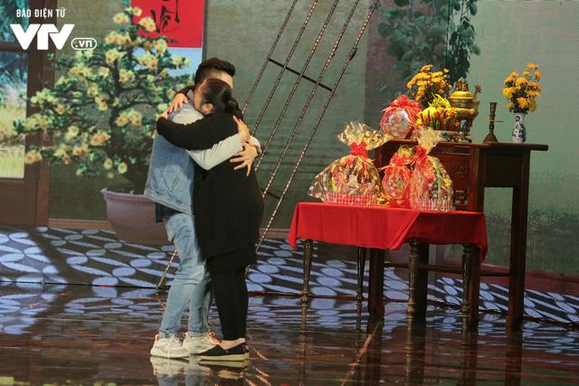 Gala cười 2020: Con trai Việt kiều bất ngờ về ăn Tết, Hồng Vân không kịp trở tay - Ảnh 2.