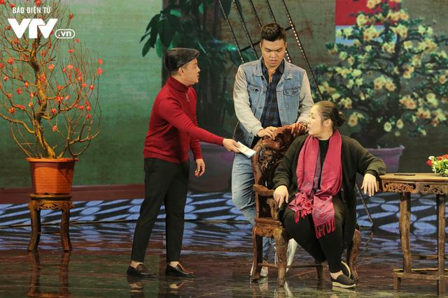 Gala cười 2020: Con trai Việt kiều bất ngờ về ăn Tết, Hồng Vân không kịp trở tay - Ảnh 7.