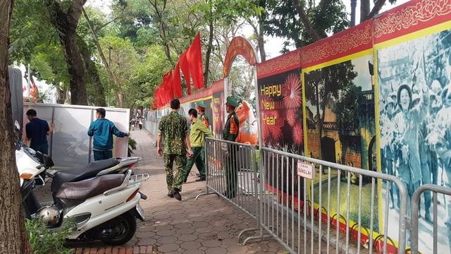 Cận cảnh trận địa pháo hoa tầm cao phục vụ đêm Giao thừa 2020 tại Hà Nội - ảnh 2
