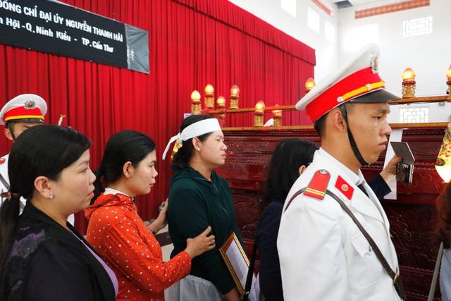 Tổ chức lễ truy điệu cảnh sát khu vực ở Cần Thơ hy sinh vào chiều 30 Tết - Ảnh 2.