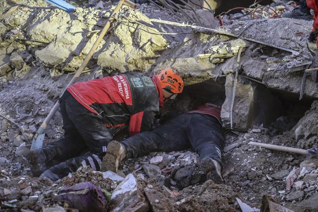 Tăng thương vong sau động đất ở Thổ Nhĩ Kỳ - Ảnh 1.