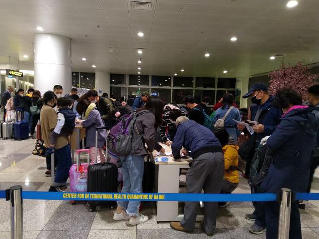 Hình ảnh khai báo y tế tại các cửa khẩu đối với khách nhập cảnh từ Trung Quốc - Ảnh 10.