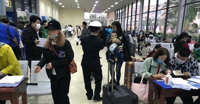 Hình ảnh khai báo y tế tại các cửa khẩu đối với khách nhập cảnh từ Trung Quốc - Ảnh 7.