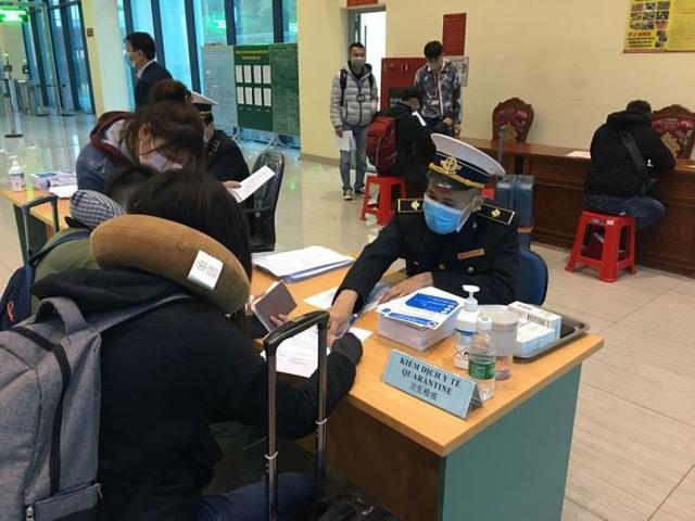 Hình ảnh khai báo y tế tại các cửa khẩu đối với khách nhập cảnh từ Trung Quốc - Ảnh 6.