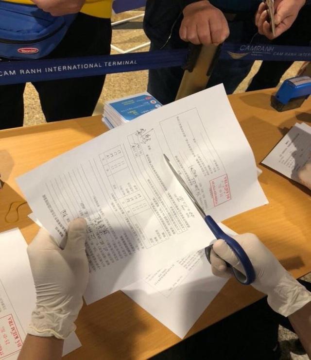 Hình ảnh khai báo y tế tại các cửa khẩu đối với khách nhập cảnh từ Trung Quốc - Ảnh 3.