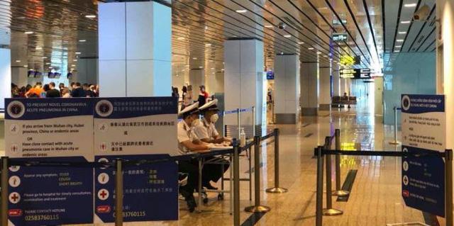 Hình ảnh khai báo y tế tại các cửa khẩu đối với khách nhập cảnh từ Trung Quốc - Ảnh 2.