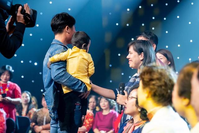 Cuốn sổ Tạ ơn cuộc đời và cuộc hội ngộ của cha con người dân tộc Tày cùng 50 ân nhân từng giúp đỡ - Ảnh 4.