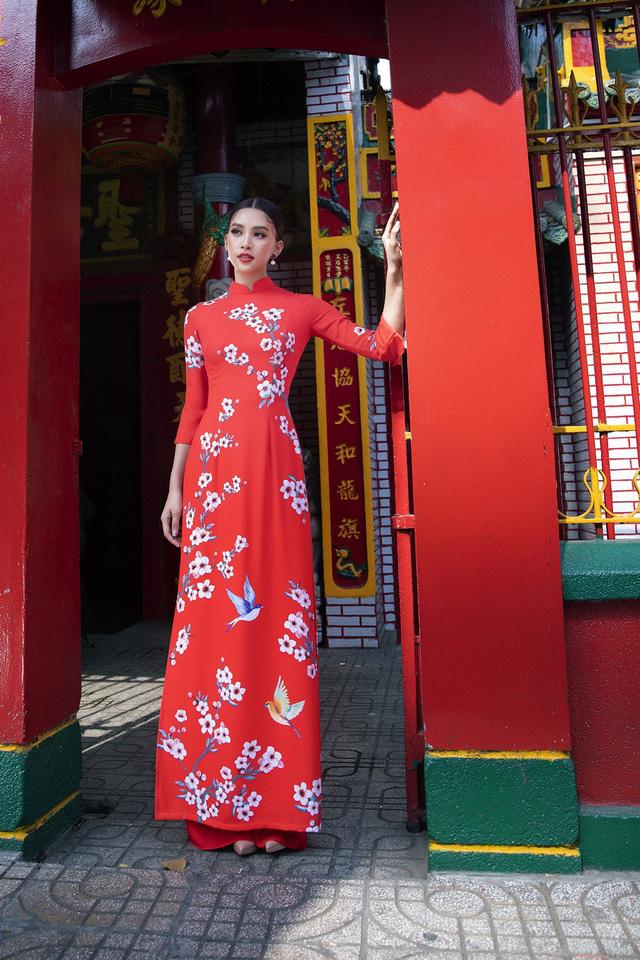 Hoa hậu Tiểu Vy khoe sắc mặn mà trong tà áo dài đón Tết - Ảnh 11.