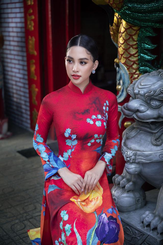 Hoa hậu Tiểu Vy khoe sắc mặn mà trong tà áo dài đón Tết - Ảnh 9.