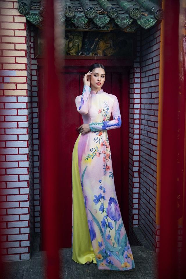 Hoa hậu Tiểu Vy khoe sắc mặn mà trong tà áo dài đón Tết - Ảnh 4.