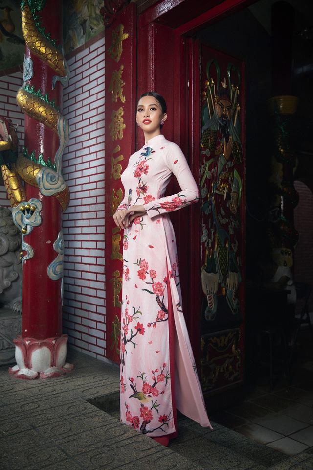 Hoa hậu Tiểu Vy khoe sắc mặn mà trong tà áo dài đón Tết - Ảnh 10.