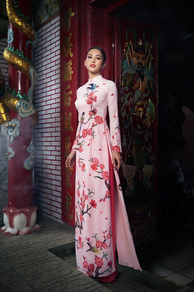 Hoa hậu Tiểu Vy khoe sắc mặn mà trong tà áo dài đón Tết - Ảnh 2.