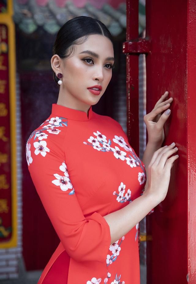 Hoa hậu Tiểu Vy khoe sắc mặn mà trong tà áo dài đón Tết - Ảnh 3.