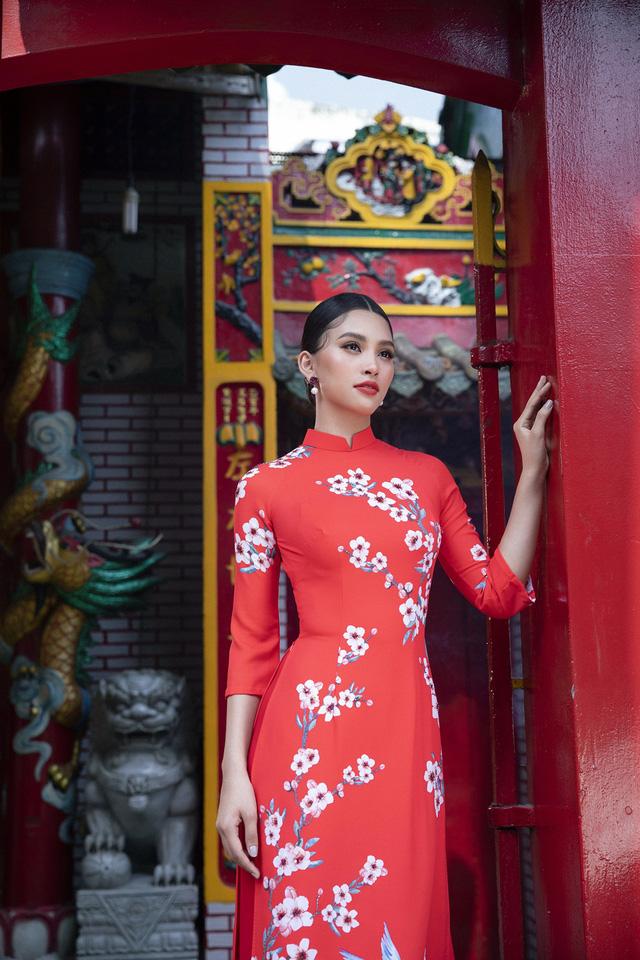Hoa hậu Tiểu Vy khoe sắc mặn mà trong tà áo dài đón Tết - Ảnh 6.