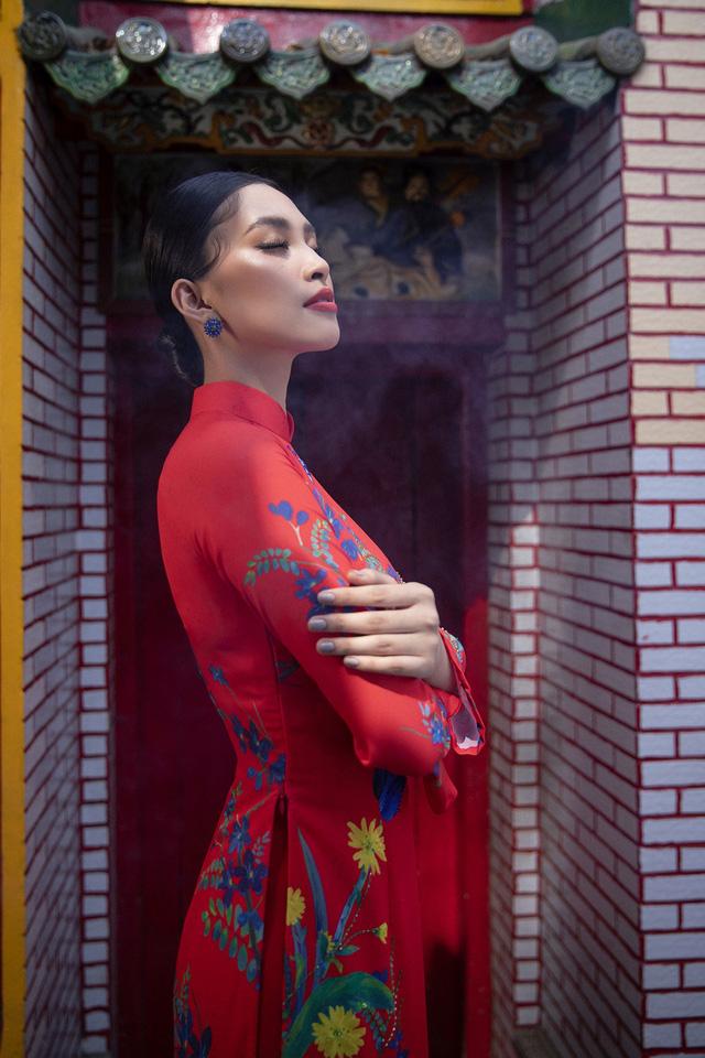 Hoa hậu Tiểu Vy khoe sắc mặn mà trong tà áo dài đón Tết - Ảnh 5.