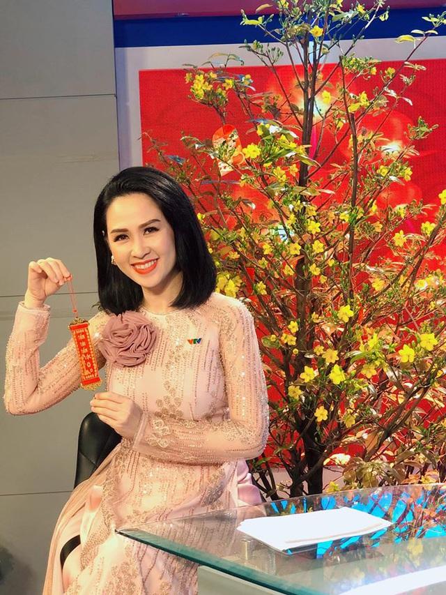 Nữ MC, BTV VTV diện áo dài duyên dáng dịp Tết - Ảnh 6.