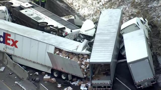 Tai nạn liên hoàn tại Mỹ, hơn 60 người thương vong - Ảnh 1.
