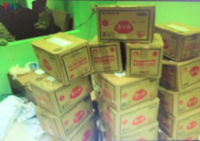 Thu giữ hơn 1 tấn bột ngọt nghi giả nhãn hiệu Ajinomoto sắp tuồn bán - Ảnh 1.