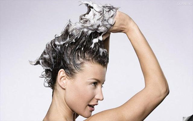 6 thói quen xấu khiến rụng tóc, hói đầu - Ảnh 3.