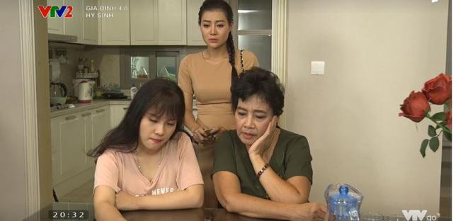 Gia đình 4.0: Anh Sáng (NSƯT Đức Khuê) nghỉ kênh bán hàng online, chị Chiều (DV Thanh Hương) tức giận tuyên bố nuôi chồng - Ảnh 2.