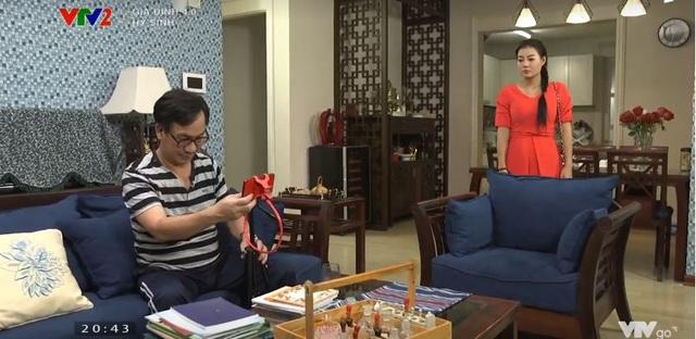 Gia đình 4.0: Anh Sáng (NSƯT Đức Khuê) nghỉ kênh bán hàng online, chị Chiều (DV Thanh Hương) tức giận tuyên bố nuôi chồng - Ảnh 4.