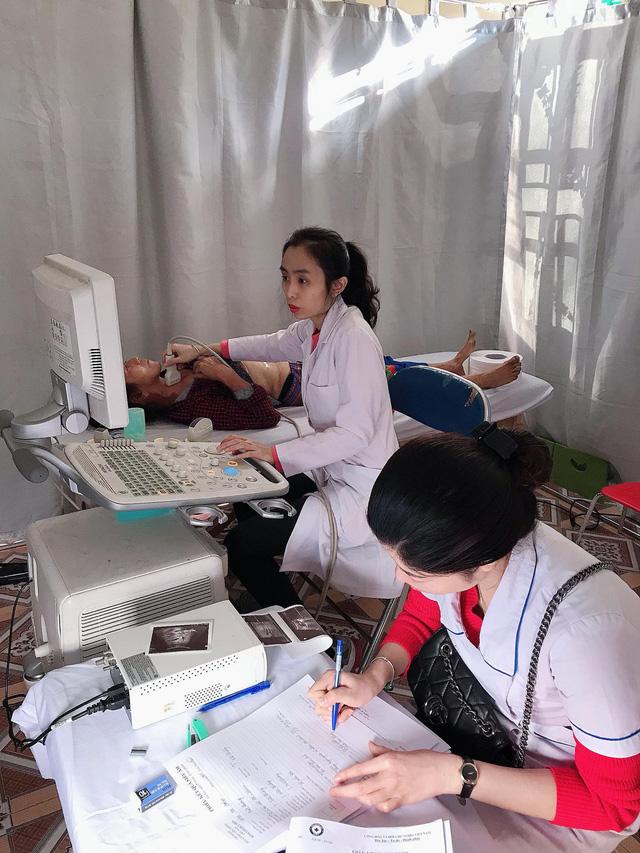 Khám bệnh, cấp phát thuốc miễn phí cho hơn 400 người dân tại Điện Biên - Ảnh 3.