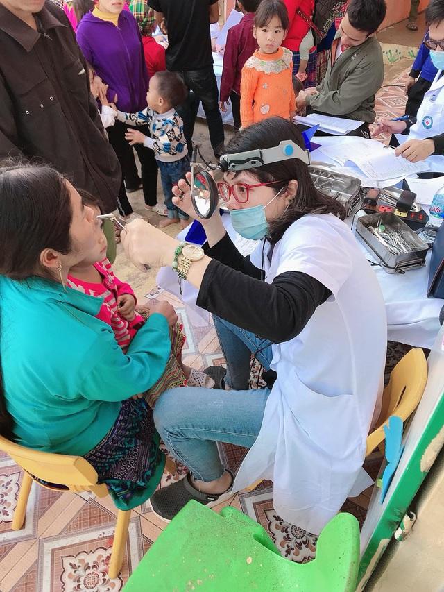 Khám bệnh, cấp phát thuốc miễn phí cho hơn 400 người dân tại Điện Biên - Ảnh 1.