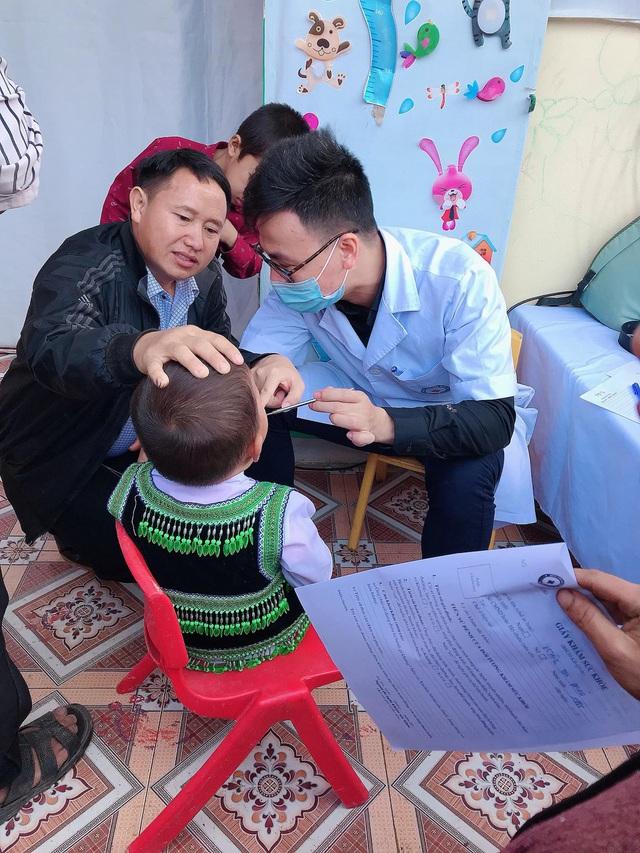Khám bệnh, cấp phát thuốc miễn phí cho hơn 400 người dân tại Điện Biên - Ảnh 2.