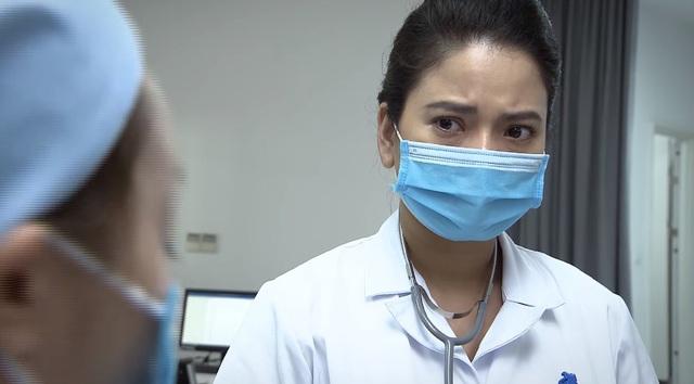Lửa ấm - Tập 1: Thủy (Thúy Hằng) bị người nhà bệnh nhân quay phim, chụp ảnh vì chưa cứu người ngay - ảnh 1