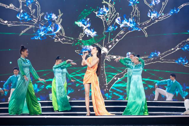 Bằng Kiều tái ngộ Hiền Thục trên sân khấu Bán kết Hoa hậu Việt Nam 2020 - Ảnh 1.