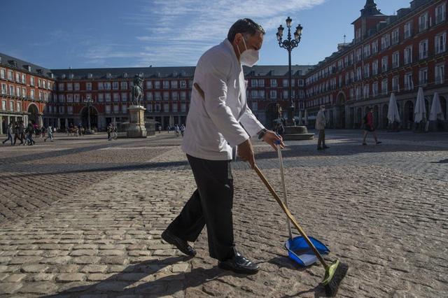 Tây Ban Nha ban bố tình trạng khẩn cấp tại thủ đô Madrid - Ảnh 1.