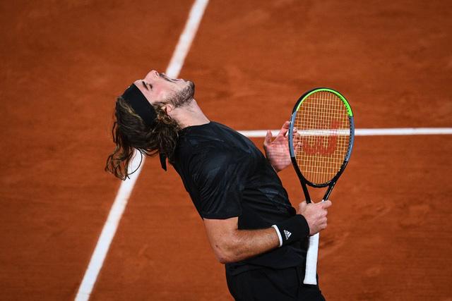 Pháp mở rộng: Thắng nghẹt thở Tsitsipas, Djokovic gặp Nadal ở trận chung kết trong mơ! - Ảnh 1.