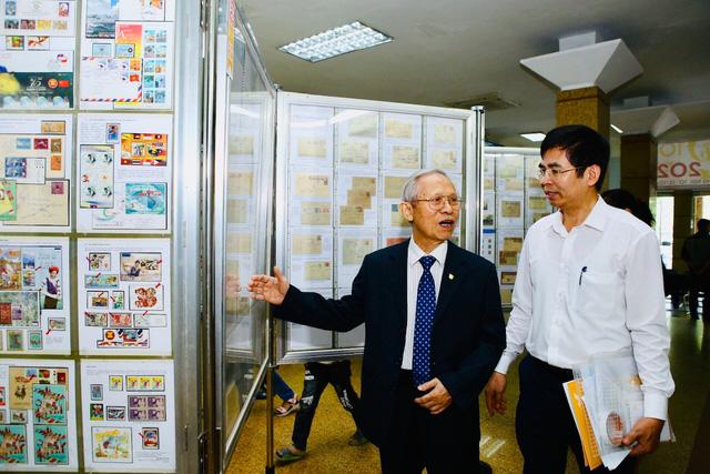 Trưng bày nhiều bộ sưu tập tem quý hiếm nhân kỷ niệm 1010 năm Thăng Long - Hà Nội - Ảnh 1.