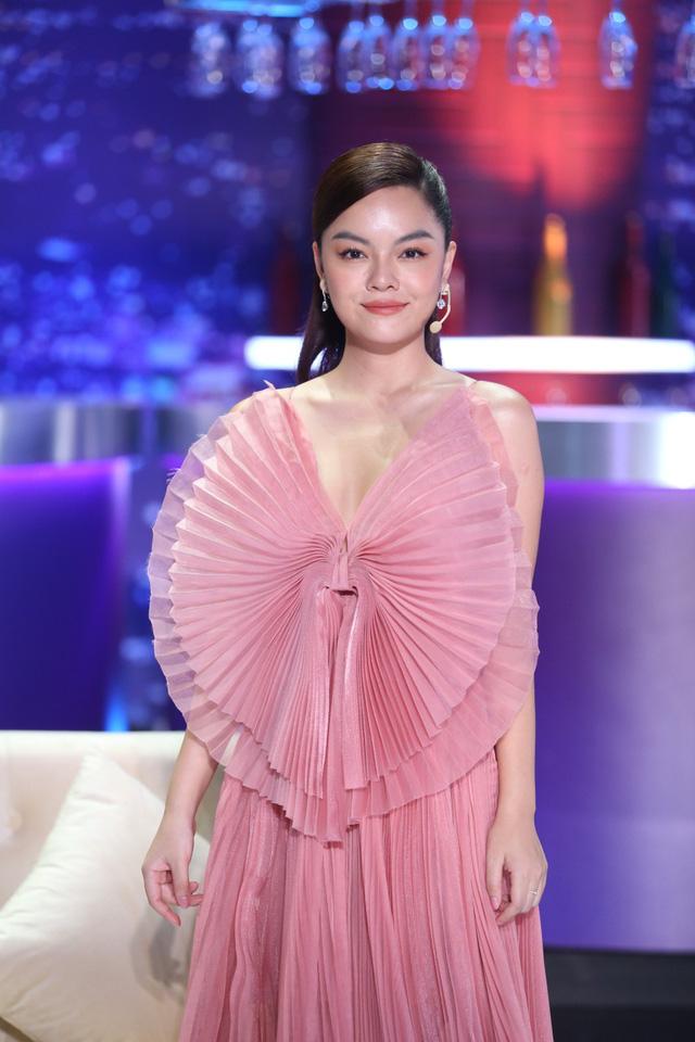 Bài hát đầu tiên: Phạm Quỳnh Anh - Nữ ca sĩ dùng âm nhạc xoa dịu nỗi đau - Ảnh 1.