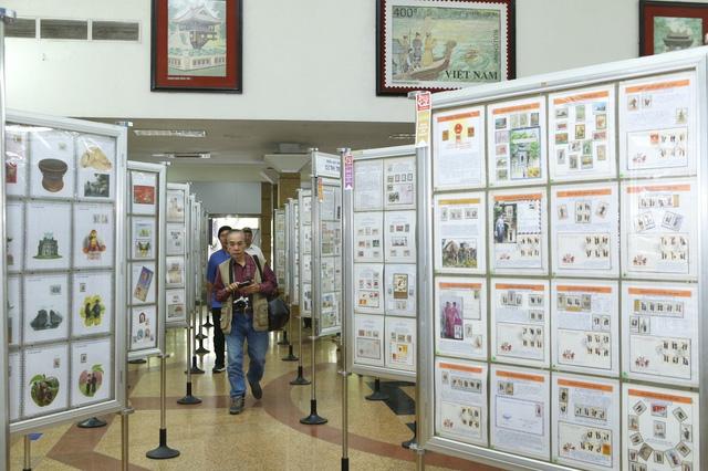 Trưng bày nhiều bộ sưu tập tem quý hiếm nhân kỷ niệm 1010 năm Thăng Long - Hà Nội - Ảnh 2.