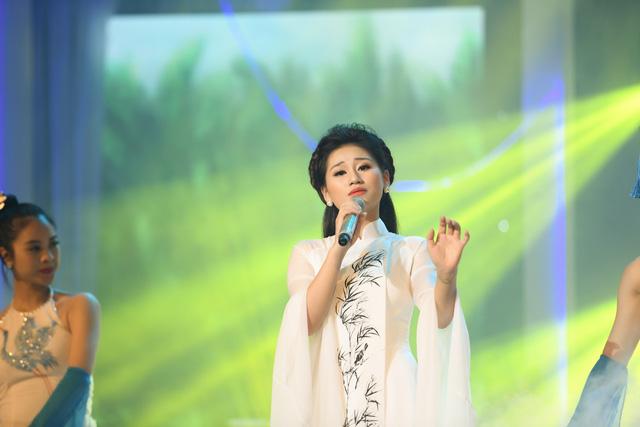 Cô gái trẻ xứ Nghệ giành Á quân Giọng hát hay Hà Nội 2020 - Ảnh 2.