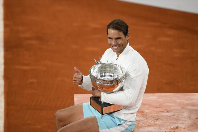 Rafael Nadal hạnh phúc khi sánh ngang kỷ lục với Roger Federer - Ảnh 3.