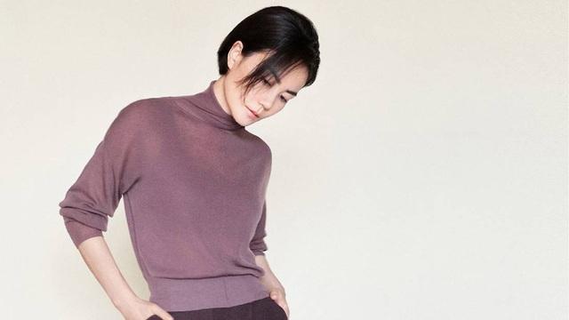 Diva Vương Phi nhảy sung tới mức bay mất cả điện thoại - Ảnh 1.