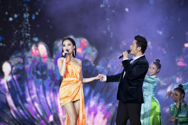 Bằng Kiều tái ngộ Hiền Thục trên sân khấu Bán kết Hoa hậu Việt Nam 2020 - Ảnh 3.