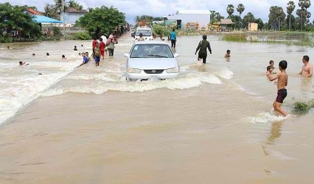 Lũ lụt gây thiệt hại nặng nề ở Campuchia, ít nhất 16 người thiệt mạng - Ảnh 1.