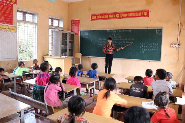 """Một ngày """"bám bản, bám trường"""" gieo chữ của các cô giáo vùng cao Sơn La - Ảnh 2."""