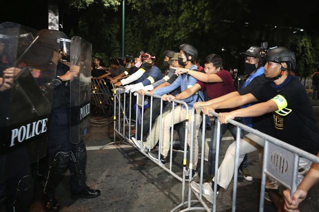 Biểu tình kéo dài 3 tháng, Thái Lan thực thi sắc lệnh tình trạng khẩn cấp tại thủ đô Bangkok - Ảnh 2.
