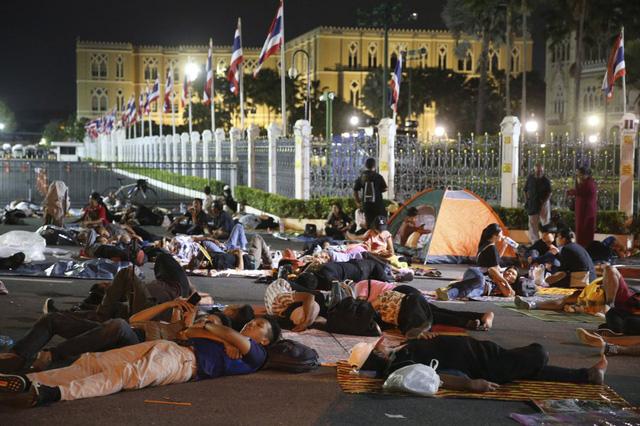 Biểu tình kéo dài 3 tháng, Thái Lan thực thi sắc lệnh tình trạng khẩn cấp tại thủ đô Bangkok - Ảnh 4.